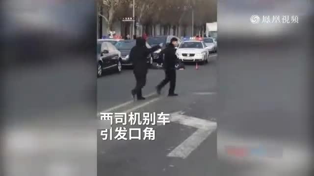 网曝大庆两司机当街互骂 一人当场死亡