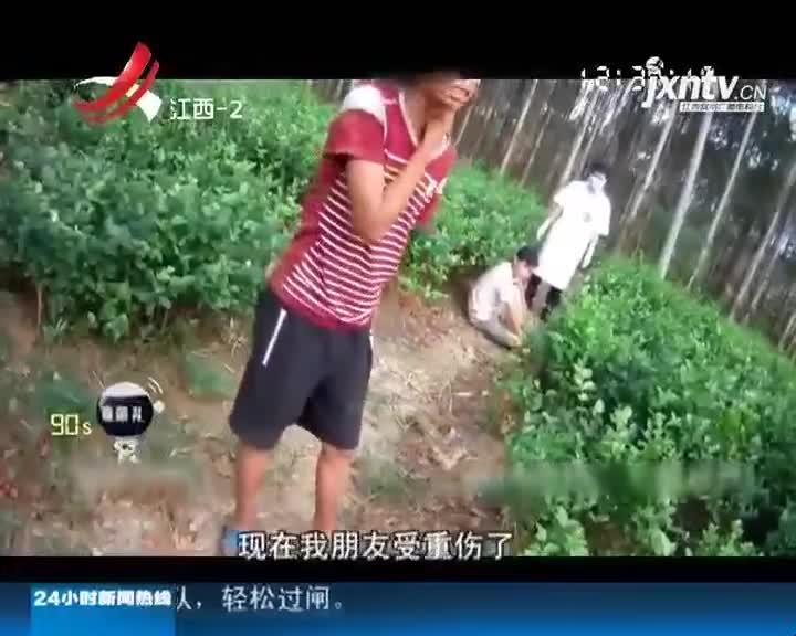 囧! 两男子开车翻进沟 民警救援变抓捕