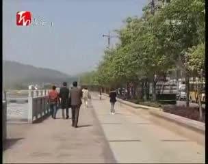 """女子晨练摔成重伤 路上台阶成""""陷阱"""""""